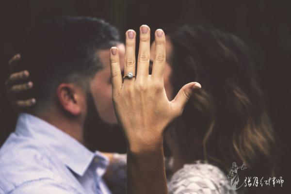 夫妻一方赠与情人财产的行为有法律效力吗?